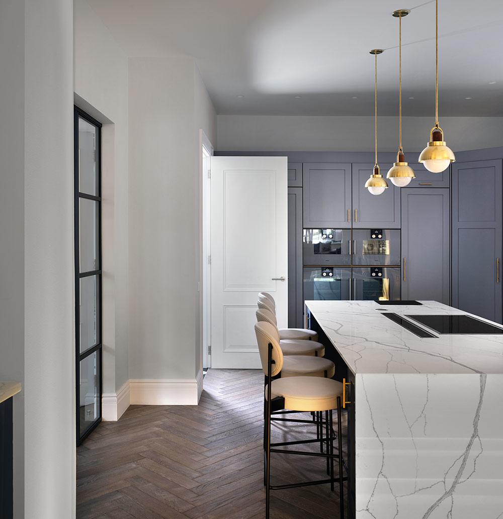Kitchen with island - Luxury sustainable interior design