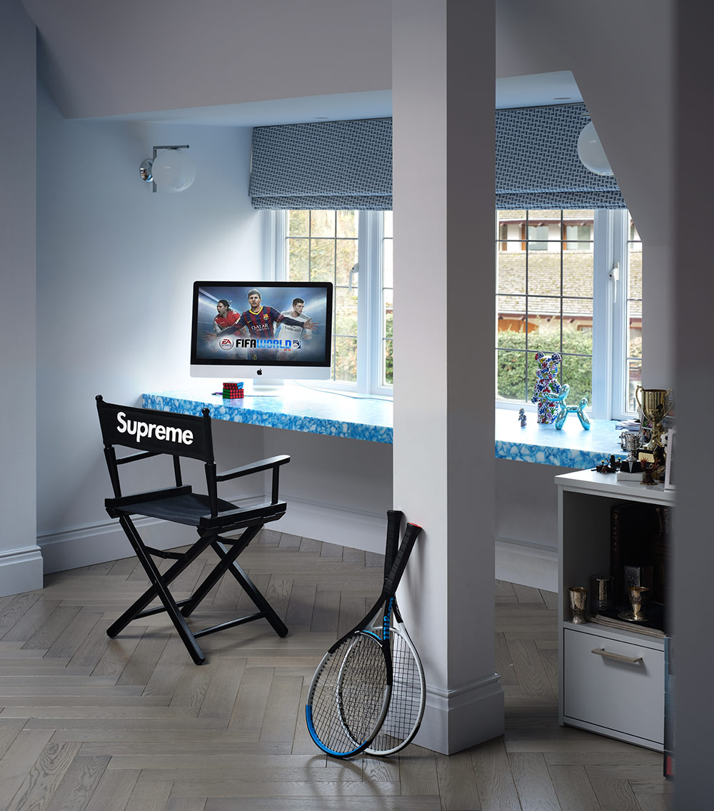 Tennis racquets and iMac in boy's bedroom - Luxury sustainable interior design